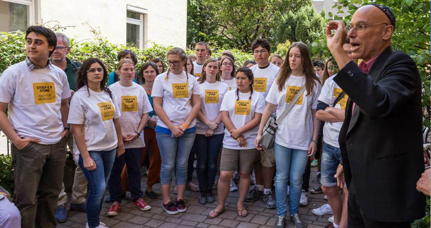 Junge Menschen engagieren sich für die Stolpersteine